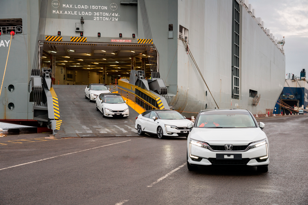 first_honda_clarity_fuel_cell_arrives_in_europe_foto-honda